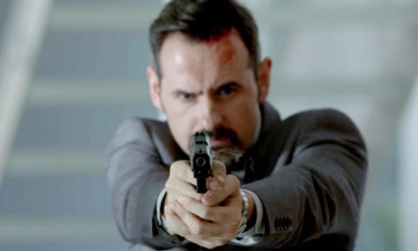 """Luis Miguel Seguí in an action scene of """"Olmos y Robles"""""""